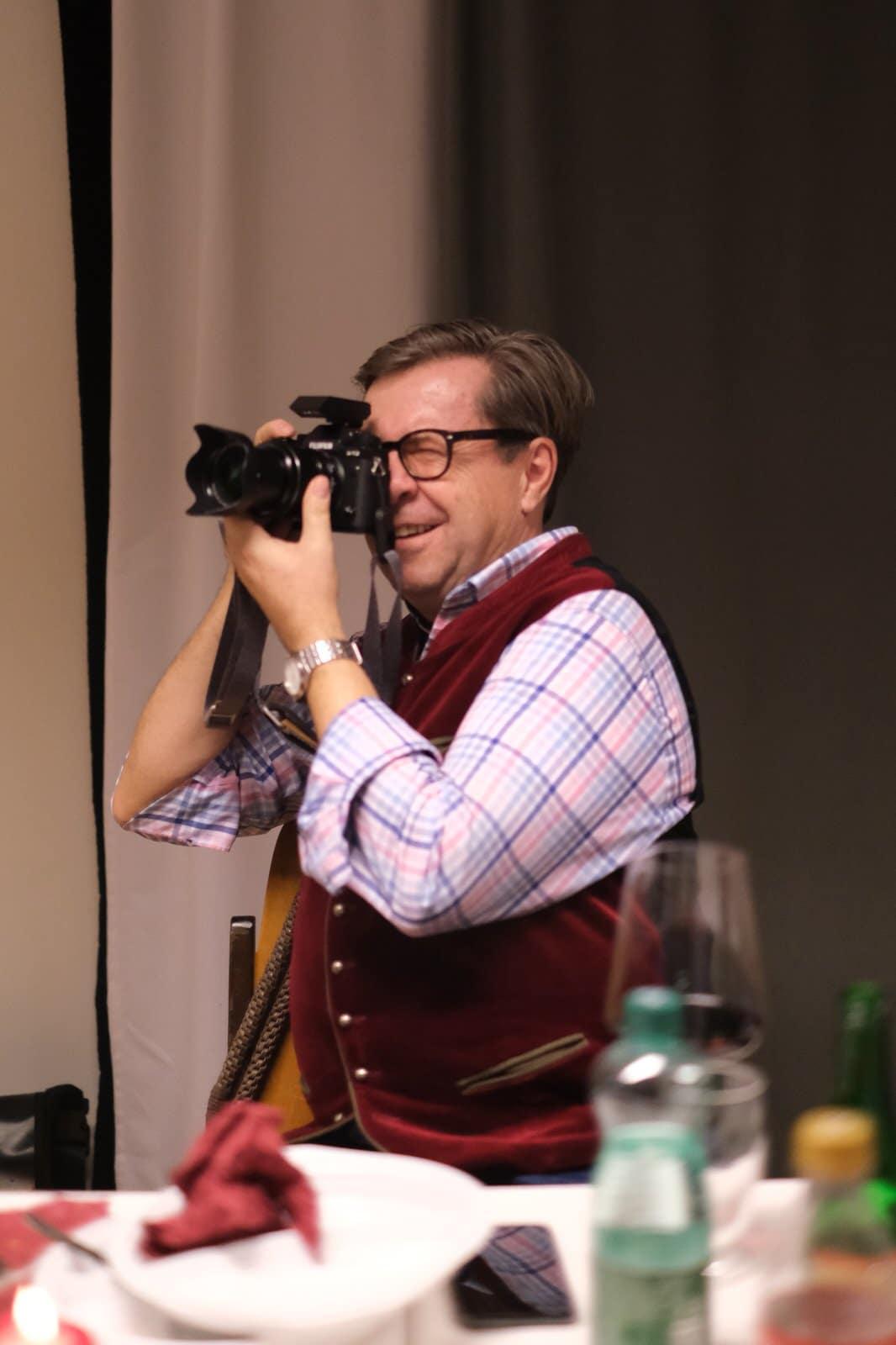 Kurt mit Elkes Kamera Fuji x-t3