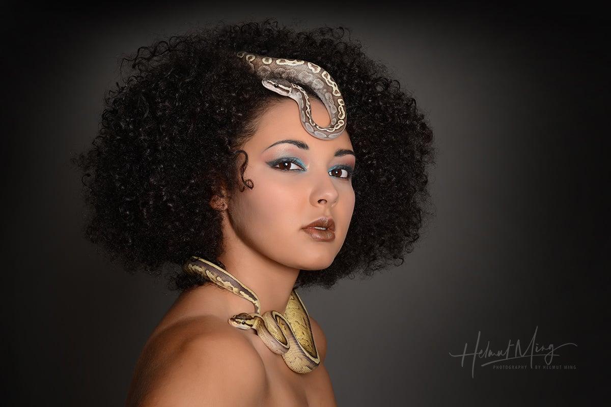 Helmut Ming - Shakira with Snakes_5027