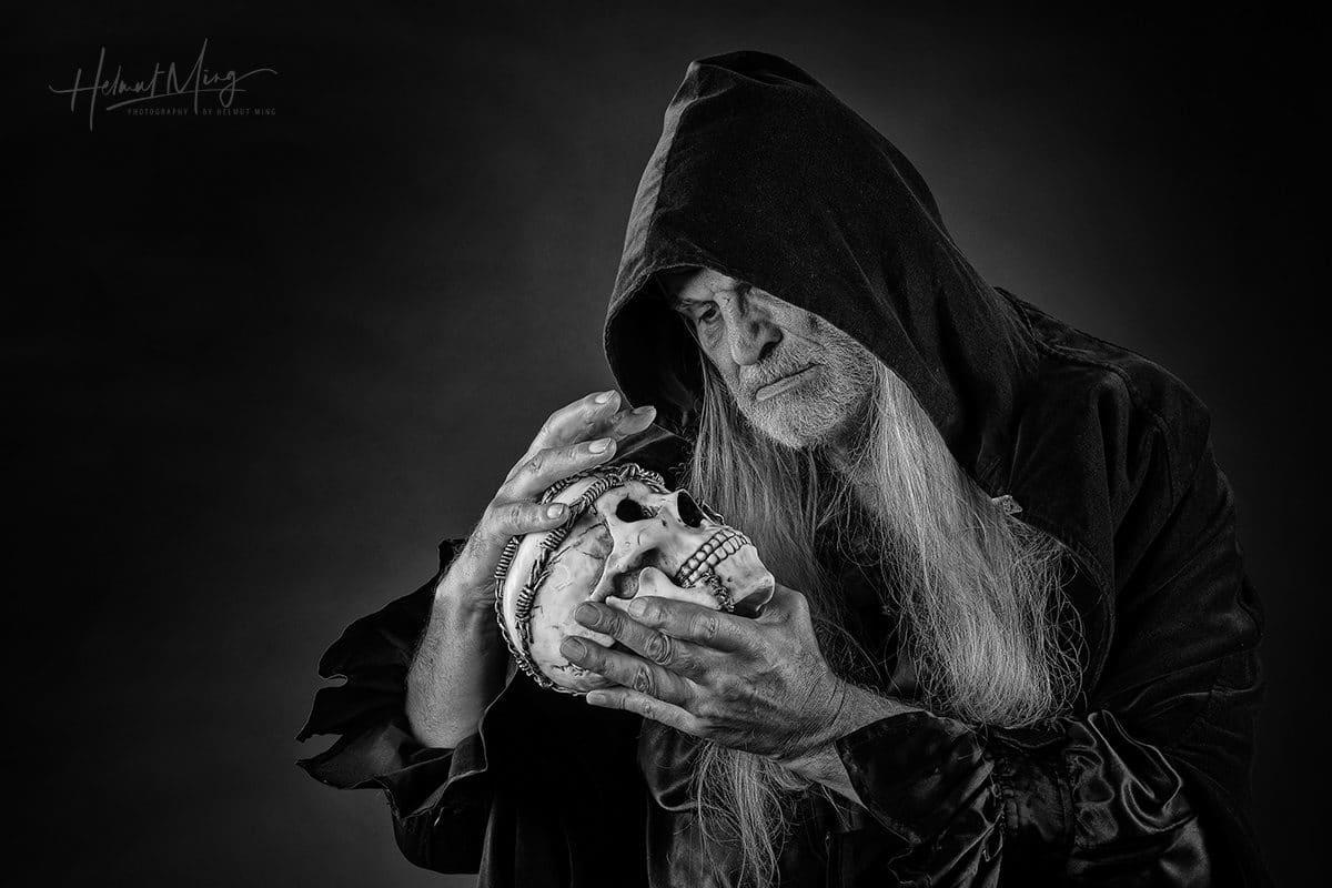 Helmut Ming_der Totengräber