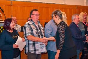 Frau Bürgermeisterin gratuliert recht herzlich.