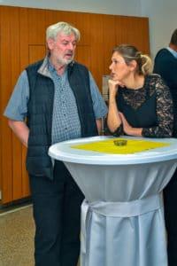 Sepp Friedhuber im Gespräch mit Frau Dr. Naderer-Jelinek, Vize-Bürgermeisterin von Leonding